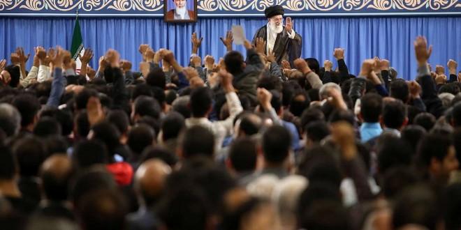 امام خامنه ای در دیدار کارگران : جامعه کارگری یک جامعه وفادار به انقلاب و نظام است