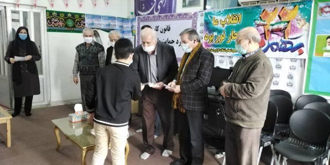 مراسم تجلیل از قرآن آموزان خانه کارگر گیلان به مناسبت دهه فجر با حفظ فاصله اجتماعی